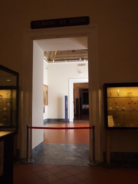 closed pompeii exhibit. not cool